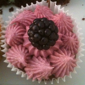 Blackberry Cup Cake